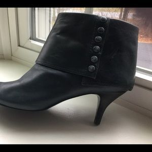Nine West cuffed leather bootie